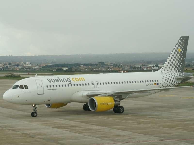 Vueling_A320_EC-JGM-2