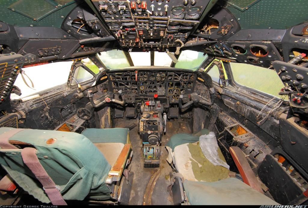 Внутри кабины пилотов Caravelle в Салониках