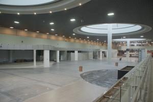 Главный зал ожидания. Слева - будущие магазины