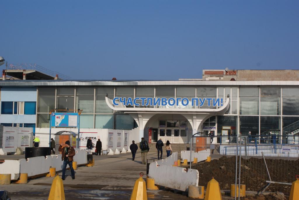 Вокруг аэровокзала Храброво кругом идет строительство