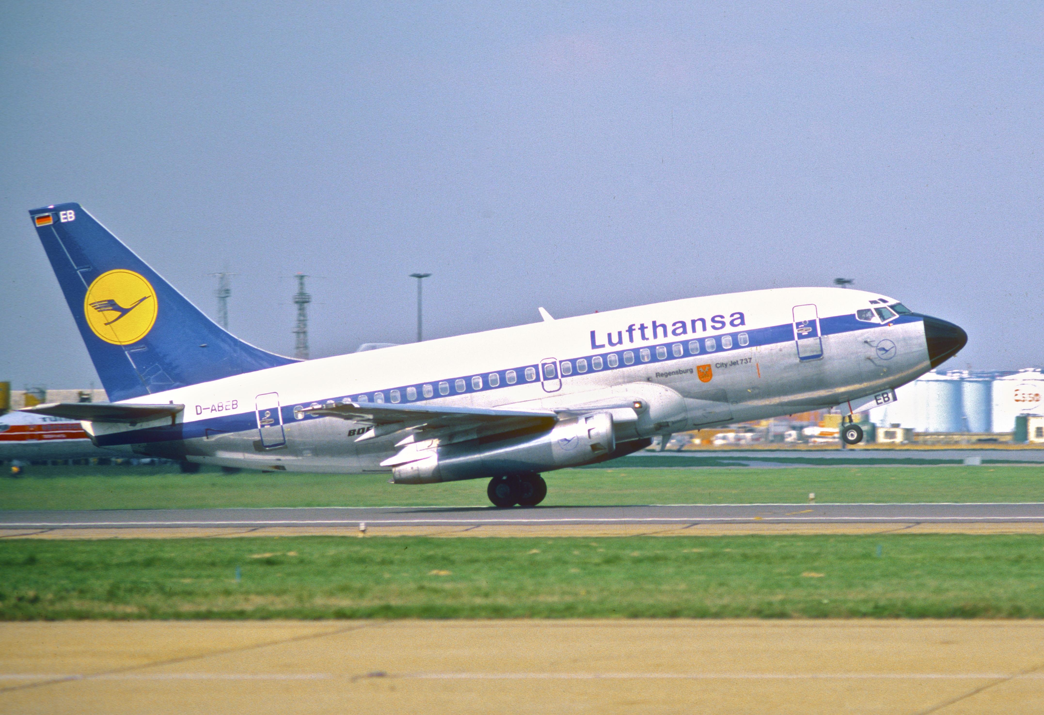 Самый первый 737-100, сейчас таких уже не осталось.