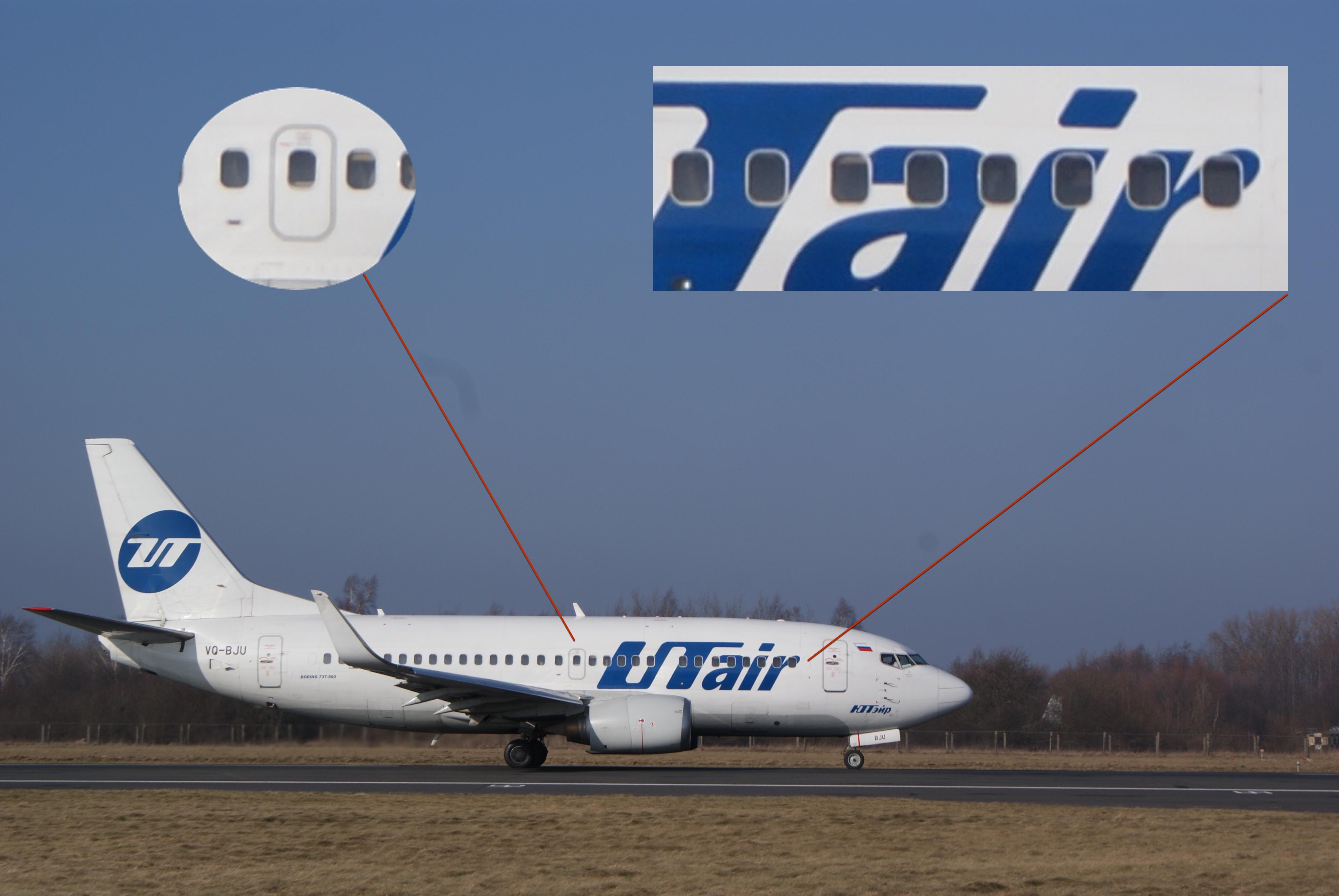У 737-500 один аварийный выход на плоскость крыла с каждой стороны и 7 или 8 иллюминаторов в начале.