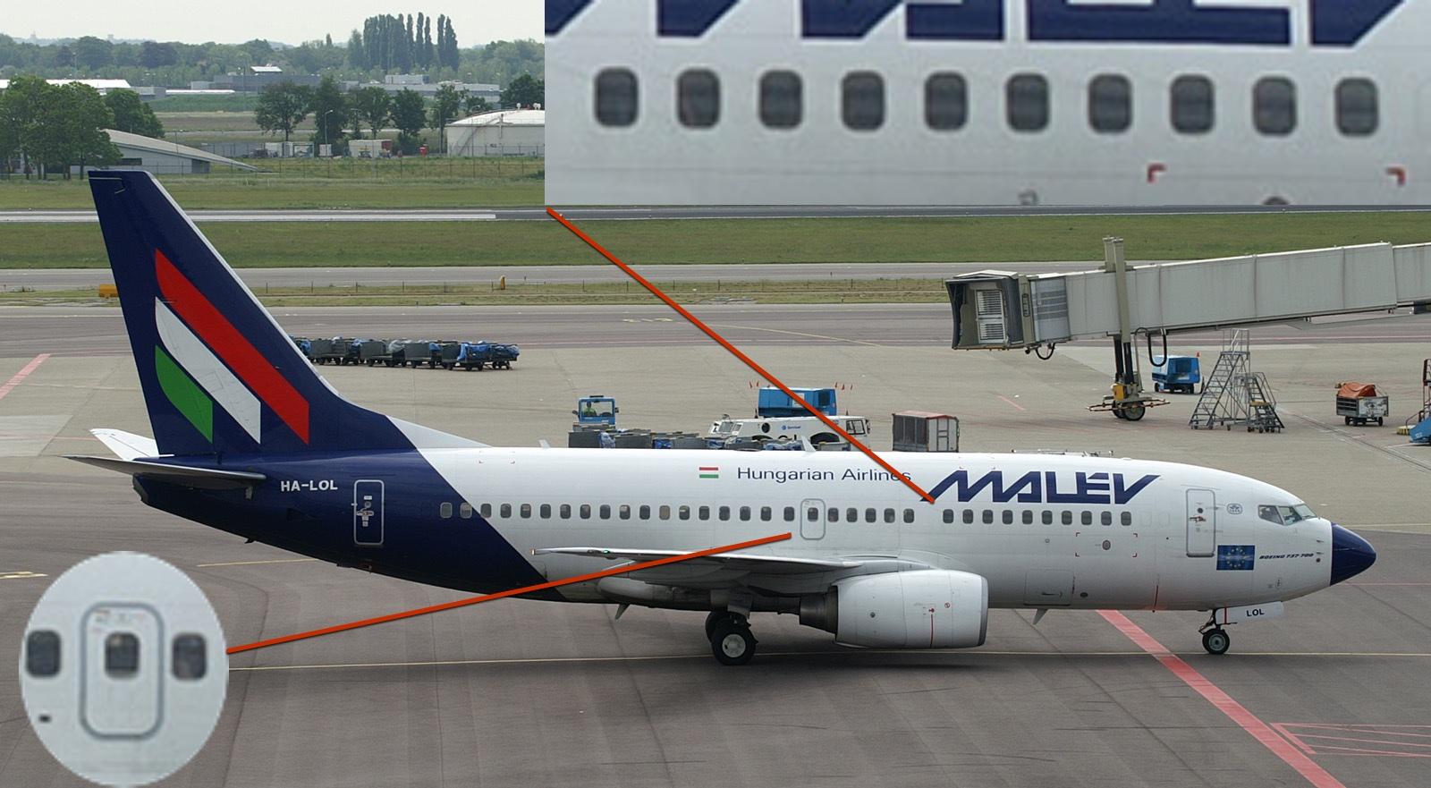 У 737-700 один выход и 10-11 окошек, как и у 737-300.