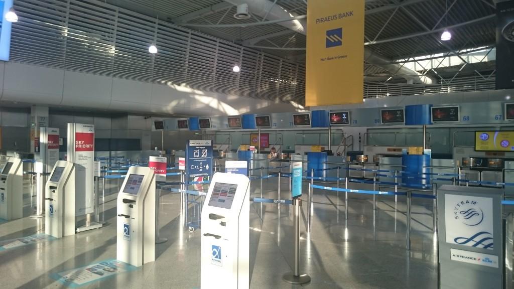 Зона регистрации в афинском аэропорту