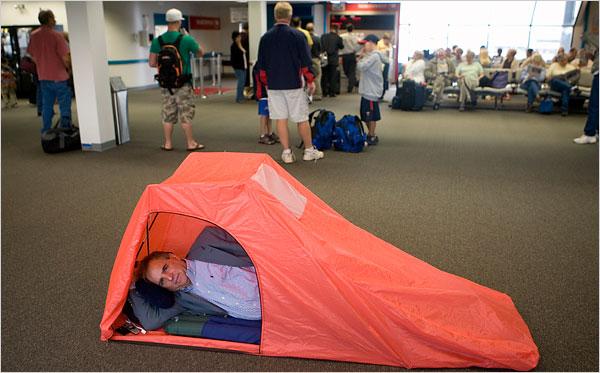 спать-в-аэропорту-ukrainians-abroad
