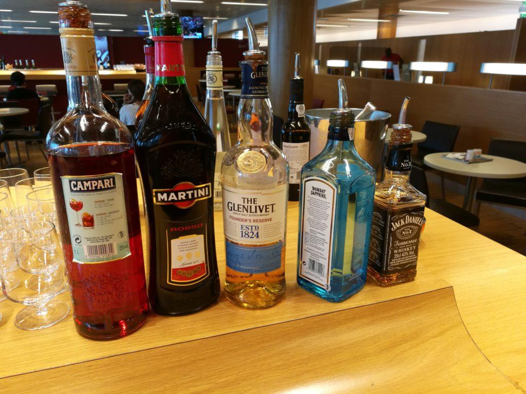 Ассортимент выпивки в бизнес-зале Air France