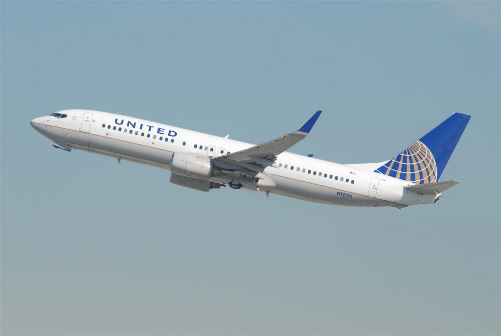 United_Airlines_Boeing_737-800;_N12216@LAX;10.10.2011_622ge_(6414422745)