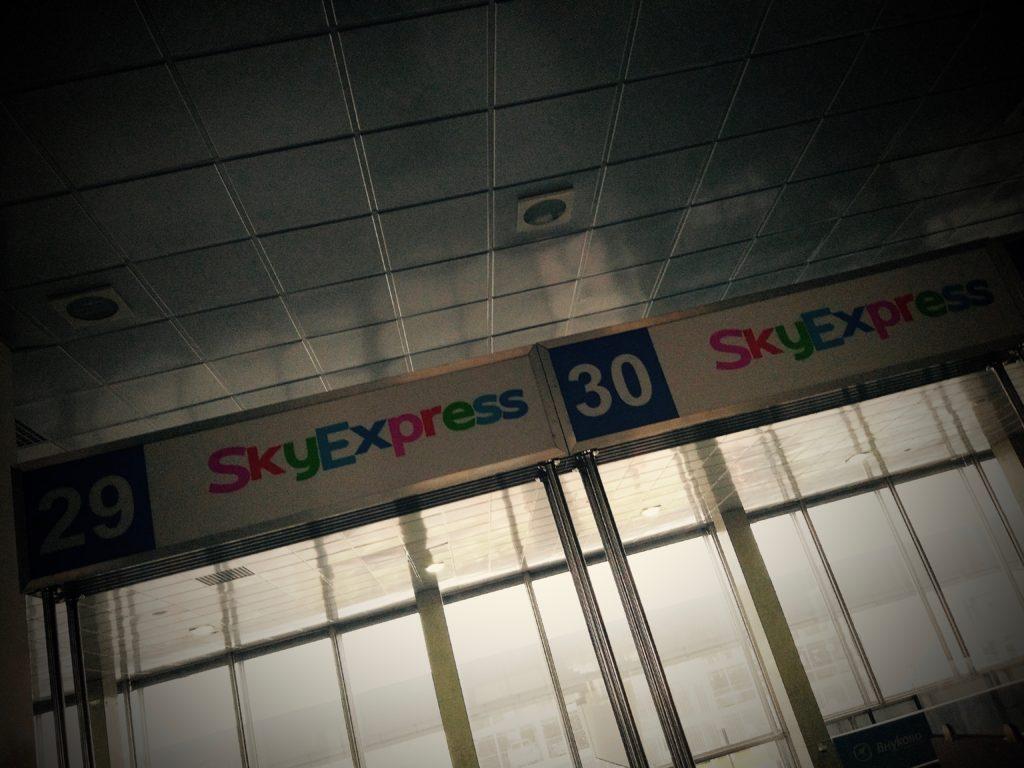 Жив еще Скай Экспресс, где Летчик Леха рассказывает пассажирам разные истории...