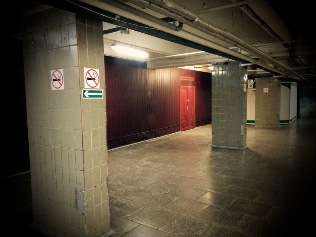 В подсобных помещениях пусто и уныло.