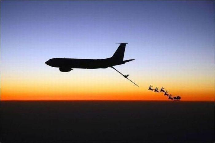 «Победа» предложила бесплатные билеты пассажирам вкостюмах Деда Мороза иСнегурочки